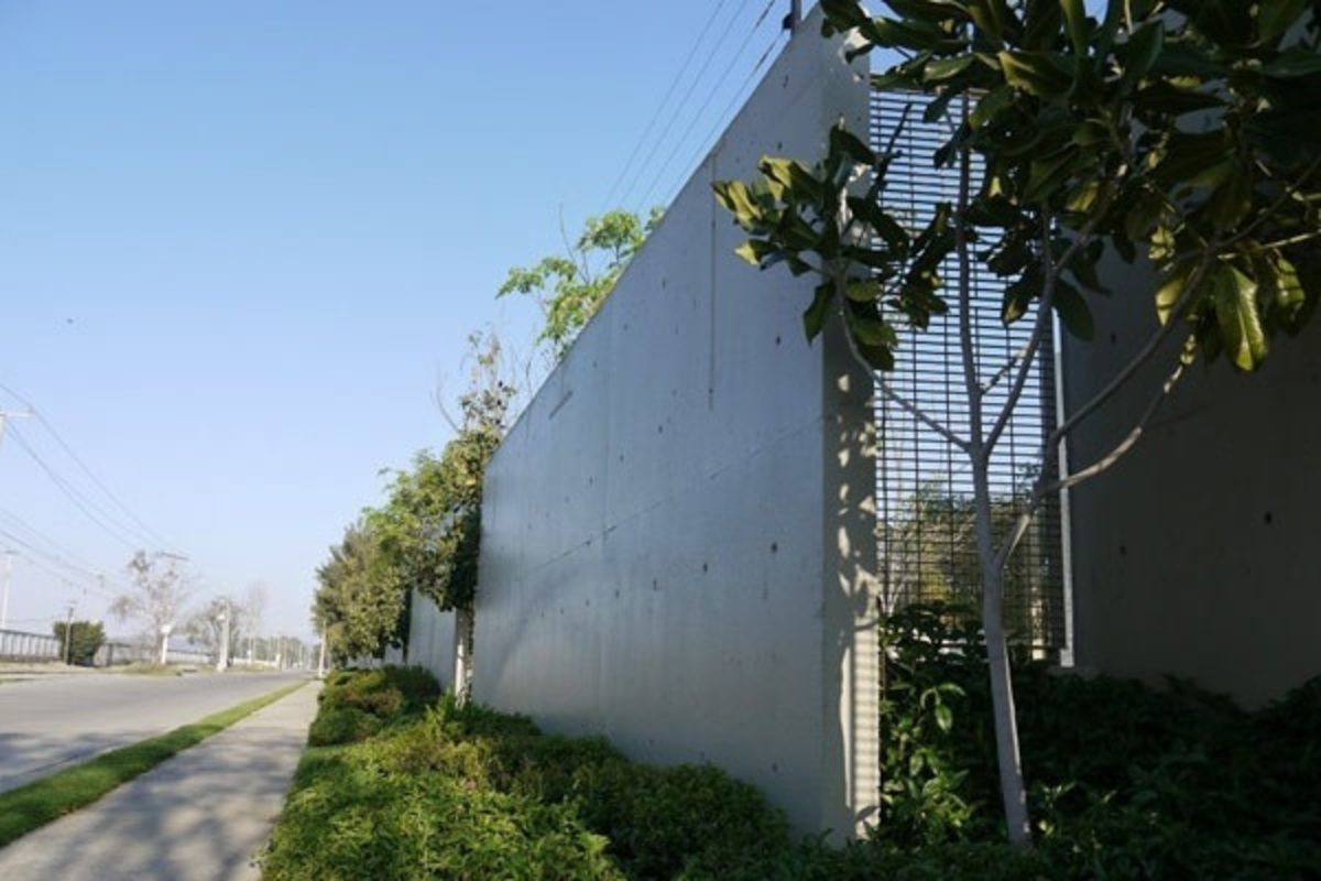 Muro 20perimetral 20con 20proteccion 20 20 20electrificada.