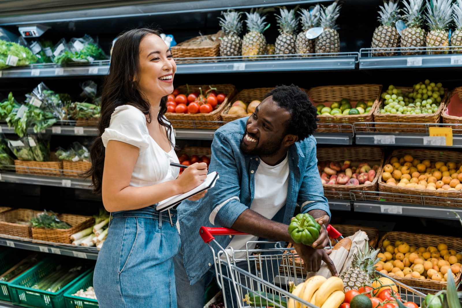 Man and woman in the produce section of the grocery store / Photo: LightField Studios/shutterstock.com