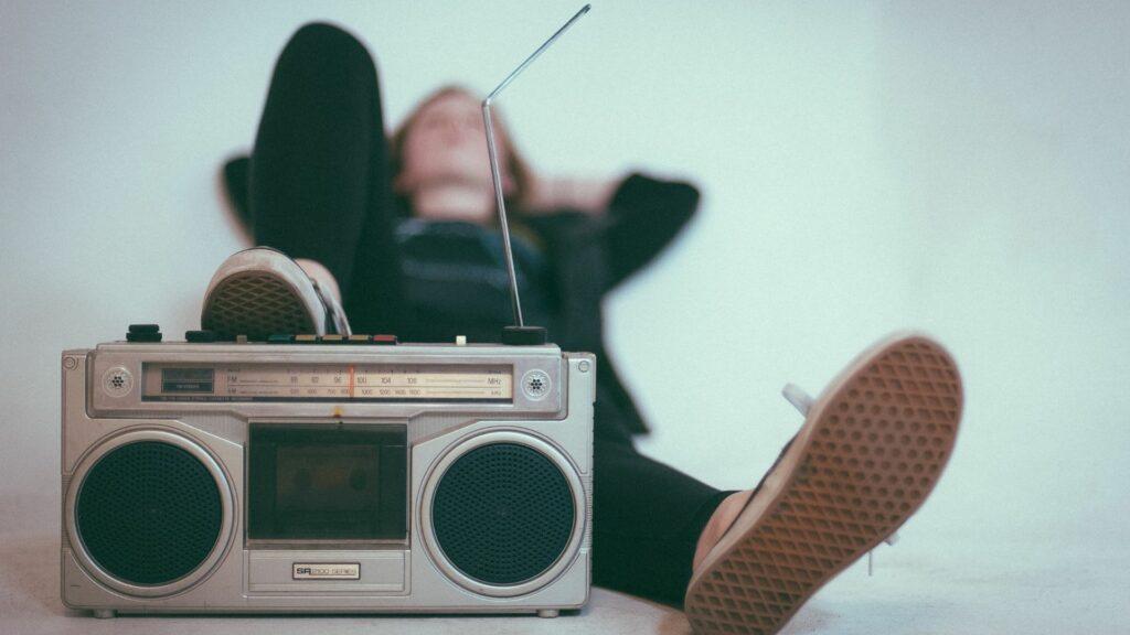 woman_lying_with_radio