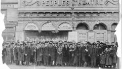 """A mass of theatregoers outside the Peoples Theatre, waiting for tickets to the Yiddish play """"The Great Moment,"""" which ran 1927-28. Many were turned away, the tickets having sold out well in advance."""