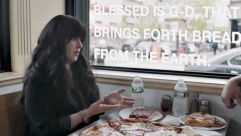 Blogger Chanie Apfelbaum introduces Thrillist contributor Dave Infante to kosher pizza and the blessing that goes with it.