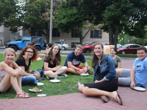 Jewish students eat together at Boston University