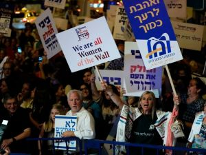 Israeli protesters gather outside Prime Minister Benjamin Netanyahu's residence in Jerusalem on July 1, 2017, to demonstrate against a government decision to abandon a deal to allow women and men to pray together at the Western Wall.