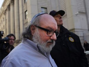 Jonathan Pollard, the American convicted of spying for Israel, leaves a New York court house following his release from prison after 30 years on November 20, 2015.