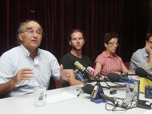 French Jewish leader Roger Pinto (L) gives a press conference in 2006 with relatives of Israeli soldiers kidnapped by Hezbollah.