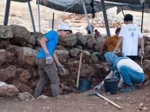 Students participating in the excavation.