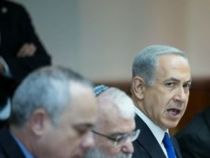 Netanyahu addresses Nov. 3 Cabinet meeting (In middle: Yaakov Amidror)