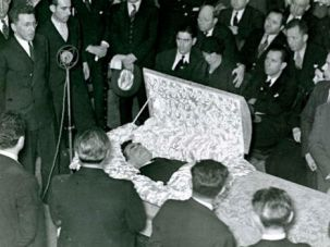 Open Casket: The body of Benjamin Schlesinger, a onetime managing editor of the Forward, is displayed in the lobby of the Forward building in 1932.