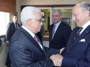 Connection?: Mahmoud Abbas and Laurent Fabius meeting in Ramallah in 2013.