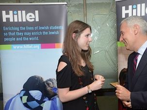 Hillel President Eric Fingerhut chats with a student.