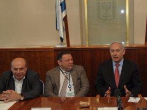 From left to right: Nathan Sharansky, Mikhail Fridman, Benjamin Netanyahu, and Israel Housing Minister Gideon Hauser