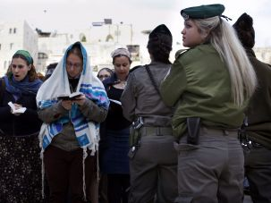 Israeli border policewomen guards Women of the Wall in Jerusalem.