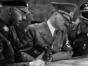 Adolf Hitler (center).