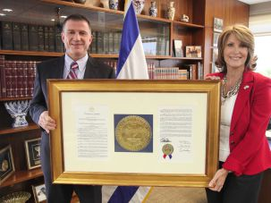 Comrades: Laurie Cardoza-Mooore hands a framed copy of the Tennessee state legislature's resolution condemning boycotts of Israel as anti-Semitism to Israeli Knesset speaker Yuli Edelstein.