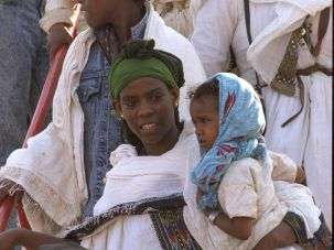 "Ethiopians come to Israel in ""Operation Solomon."""