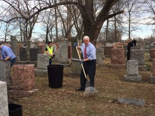 Vice President Mike Pence at Chesed Shel Emet cemetery in Missouri