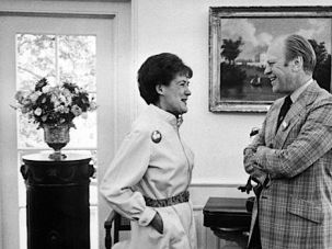 Oval Office: Gerald Ford chats with Sylvia Porter in 1974.