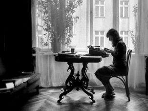 Writing ?Frascati?: A photo of Ewa Kuryluk taken in 1974 at her apartment on Frascati Street in Warsaw.