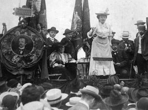 Rosa of the KPD: A strident public speaker, Luxemburg is here addressing a crowd in Stuttgart in 1907.