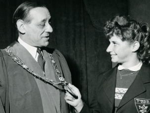Irish Jew: Robert Briscoe, the first Jewish Lord Mayor of Dublin, chatted with Israeli swimmer Shoshana Riebner who won her event in the international swimming contest between Israel and Ireland.