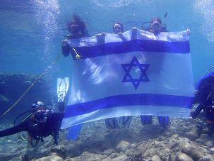 Scubi Jew members explore the seas on an Underwater Birthright program.