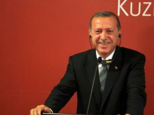 Turkish Prime Minister Tayyip Erdogan has called on Jews to denounce Israel.