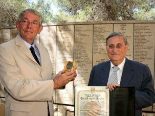 Investigator: Jacob Turkel, right, a former Israeli Supreme Court Justice, presents an award at Yad Vashem in 2008.