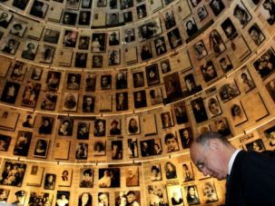 Argentinian Foreign Minister Hector Timerman at the Yad Vashem Holocaust memorial in Jerusalem on April 4, 2011.