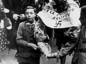 Belgium Holocaust : After liberation, Belgian boys commemorate the victims of Nazi attacks.
