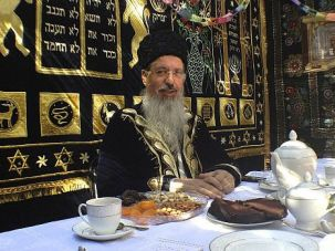 Sukkah Star: Itzhak Yehoshua refuses to step down as Bukharian chief rabbi, despite being accused of a dizzying string of misdeeds.