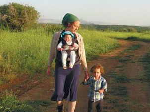 Ayala Pamela Weisfeld walks with her two children. Friends and strangers alike followed her struggle with cancer on Facebook ? and mourned her untimely death.