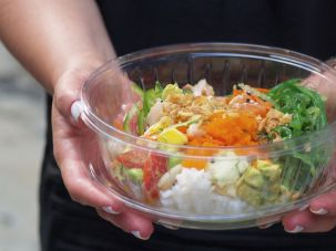 Cubes of marinated fish are tossed with mix-ins such as avocado and diced mango and a choice of sauce, then added to a bowl of greens, seasoned rice or quinoa.