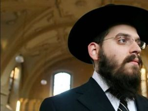 Embattled Rabbi: Eliezer Gurary, Krakow's new chief rabbi, is coming under fire for alleging that all non-Jews dislike Jews.