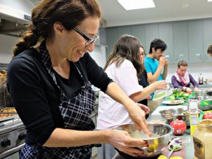 Food writer and vegan activist Ori Shavit, here leading a vegan cooking demo at the Trinity College Hillel, is helping design the Vegan Birthright itinerary.