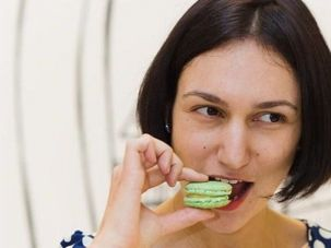 Polina Andris, a Russian Jew married to a Frenchman, is selling her macarons at Macy's. Her mother-in-law called her Pauline, bien sur.