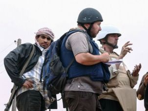Steven Sotloff (center with black helmet) talks to Libyan rebels on the Al Dafniya front line in 2011 in Misrata, Libya.