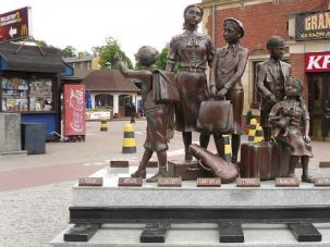 Frank Meisler's Kindertransport memorial at the Gdańsk Główny railway station in Poland.