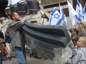 Peace Threat: Extremist Jewish settlers move into the Palestinian city of Hebron.