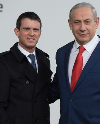 Israeli Prime Minister Benjamin Netanyahu, right, with his French counterpart, Manuel Valls, at the U.N. Climate Change Conference in Le Bourget, France, Nov. 30, 2015.