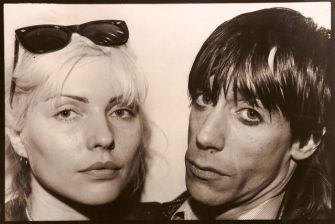 ?D and iggy?: Debbie Harry and Iggy Pop share a close-up moment. [click for larger view]