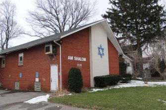 Temple Am Shalom, which Braff attended as a child.