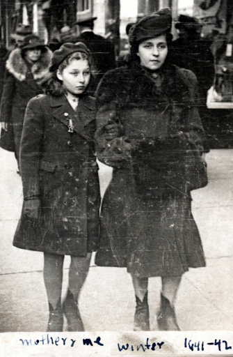 Masha Leon and her mother, Zelda Bernstein, in 1941.