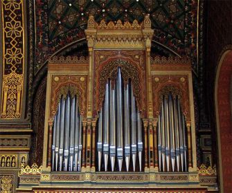 Organ of Wonder: Prague?s Spanish Synagogue houses gleaming pipes.