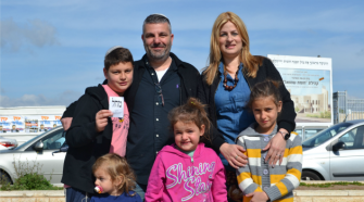 The Ben Moshe family of Jewish settlers decided to vote for Benjamin Netanyahu — despite sympathizing with parties to his right.