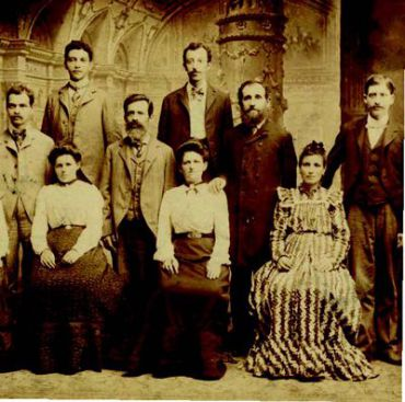 Family of Chicago tailor Abe Sade, albumen print, circa 1890-1915. Spertus Collection, gift of Daniel Meyerowitz.
