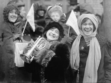 Suffragettes demonstrate, February 1913. (click to enlarge)