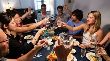 L?Chaim! Diners sip cocktails and dig into rich creamy bowls of hummus and crunch salads at a pop-up hosted by EatWith.
