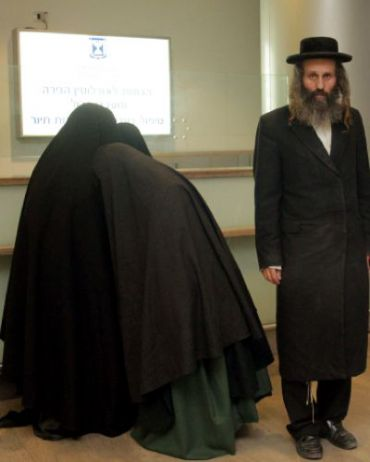 Members of the Lev Tahor sect at Ben Gurion Airport.