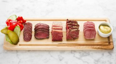 Kutsher?s Goes Downtown : The stylish take on Jewish classics is reflected in the new restaurant?s deli charcuterie platter.