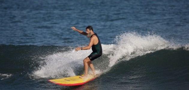 Rabbi Nachum Shifren enjoying the waves in Malibu